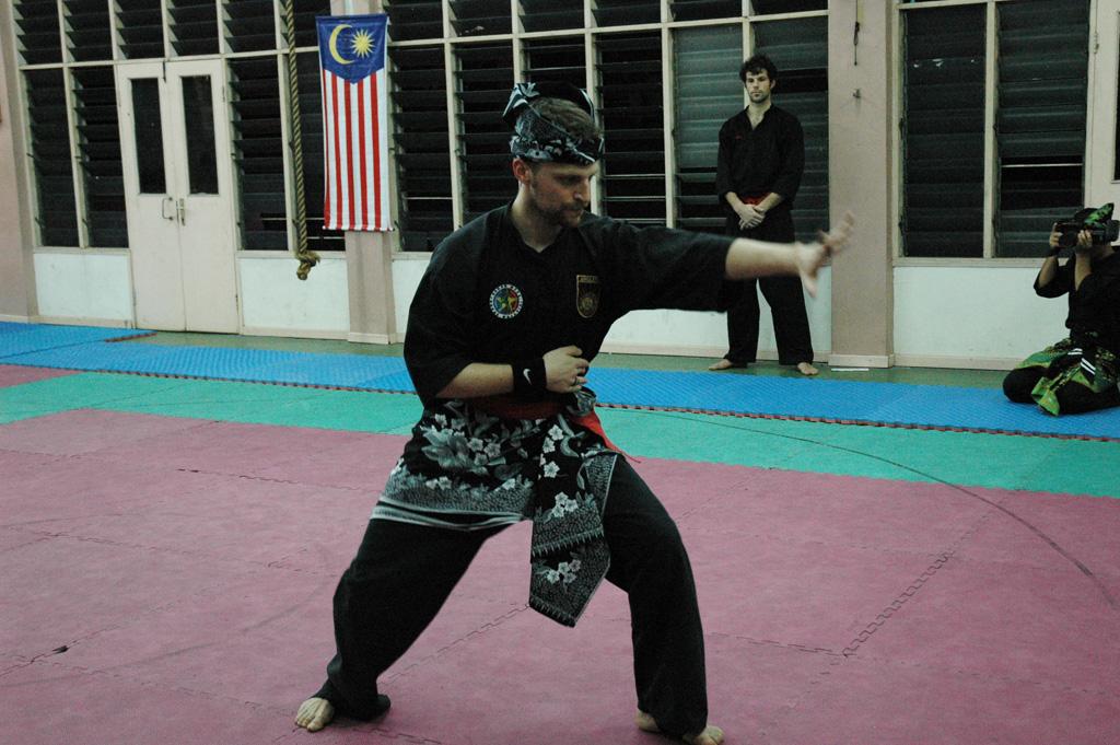 Penchak silat - Bunga Merah pencak silat seni gayung fatani malaysia