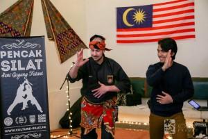 Culture Silat & MASAF - Cikgu Jérôme enseigne les rudiments du Silat à un membre de MASAF