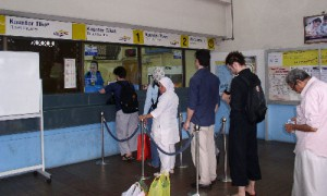 Kuala Lumpur - Guichet du métro - Culture-Silat