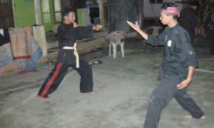 Seni Keris entrainement village - Culture-Silat