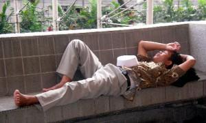 Kuala Lumpur - Repos sur un banc publique - Culture-Silat