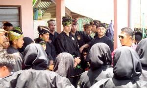 Pencak Silat - Brief de Cikgu Halim avant un démo de Silat Fatani en Malaisie