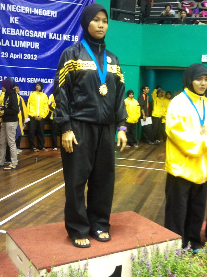 Penchak Silat - Kak Miza médaille d'or de Silat olahraga