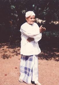 Penchak Silat - Tuan Haji Pak Long Mat Isa Vieux Maître de Pencak Silat Malais Seni Gayung Fatani