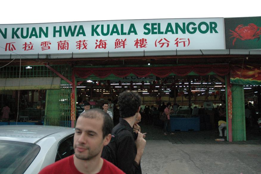 Devant le restaurant de fruits de mer de Kuala Selangor