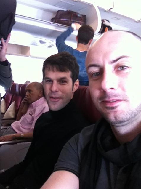 Carnet de Voyage 2013 de Culture Silat - Jérôme Mathhias et Maître Raban prêts pour 12h de vol