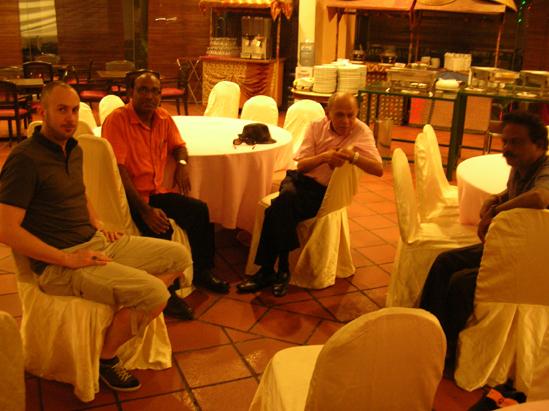 Carnet de Voyage 2013 de Culture Silat - Jérôme Tuan Raban, Raju et Simon au Prescott Inn à Kajang