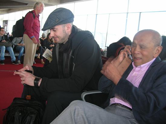 Carnet de Voyage 2013 de Culture Silat - Jérôme et Tuan Raban à l'embarquement