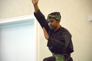 Cikgu Mahery pendant son Tempur Seni avec Cikgu Jérôme