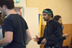 Cikgu Mahery enpleine explication ors de l'atelier de Découverte du Silat