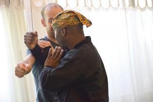 Michel pendant l'atelier de découverte du Silat