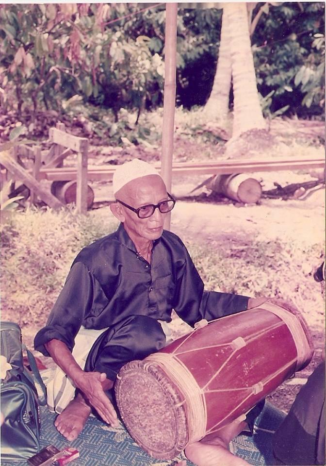 Guru Tua Imam Mansor - Gendang Silat - Musique Silat Seni Gayung Fatani