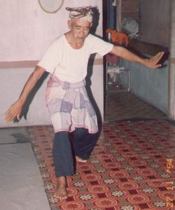 Penchak Silat - Guru Tua Pak Long Mat Aji Seni Gayung Fatani Malaysia
