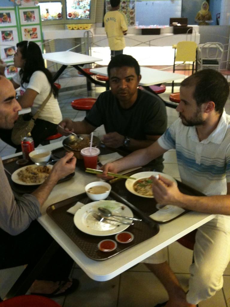 Penchak Silat - repas après le premier entraînement silat en malaisie
