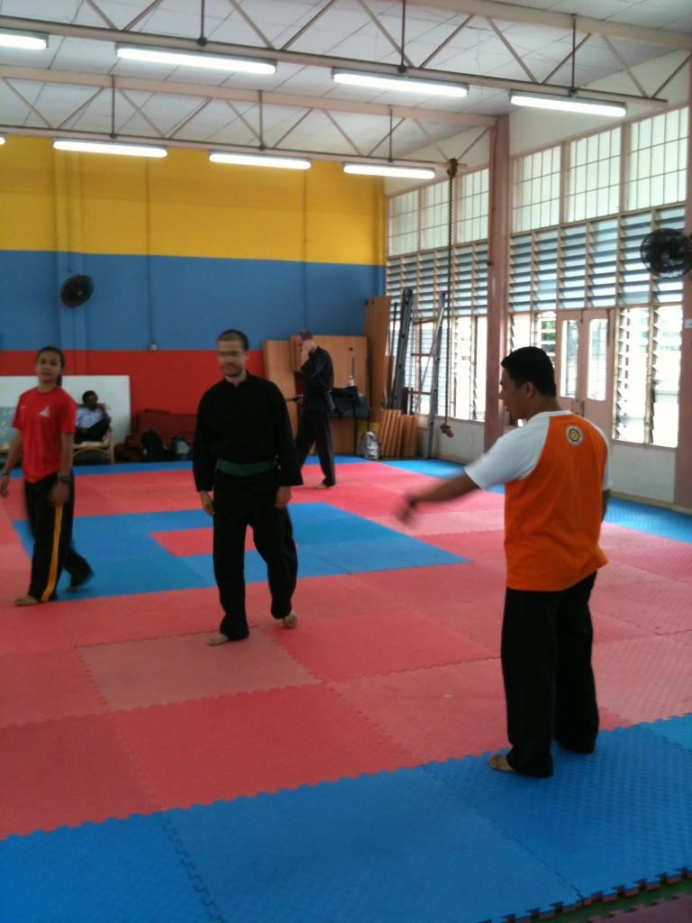 Penchak Silat - Cikgu Halim, entraîneur de pencak silat seni gayung fatani