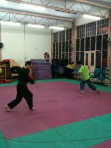 Penchak Silat - Entraînement au tapak empat en malaisie