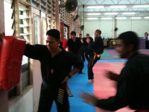 Penchak Silat - Entraînement aux coups de pieds