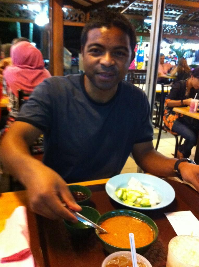 Penchak Silat - Sate Kajang après l'entraînement Pencak Silat en Malaisie