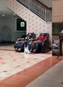 Massage dans les fauteuils de l'hôtel