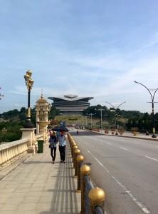 Sur un des ponts de Putrajaya