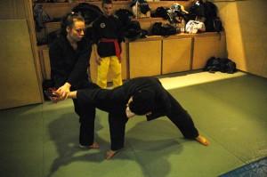 Penchak Siat - CLef de poignet et frappe au visage
