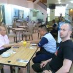 Carnet de Voyage en Malaisie 2014 - En pleine discussion avec Izhar