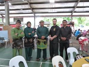 Carnet de Voyage en Malaisie 2014 - Petite photo de groupe avant de partir