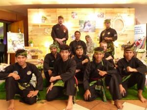 Photo de groupe après la démo de Silat pour Fazreen et Fazli