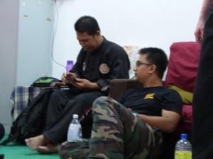 Cikgu Halim et Cikgu Izhar à la fin du cours