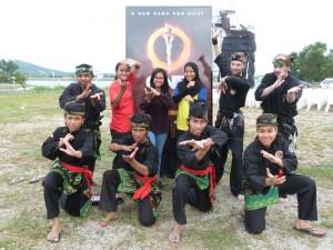 Photo de groupe avant la démo One Silat