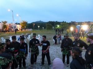 Briefing de Cikgu Halim avant la démo One Silat