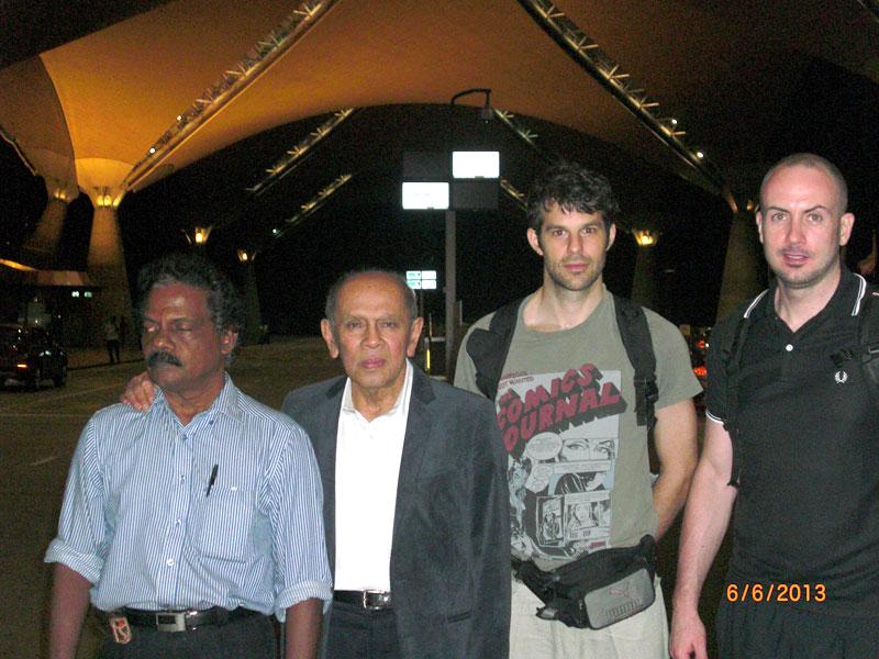 Carnet de Stage Silat Fatani 2013 - Dernière photo de groupe à l'aéroport